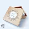 Boîte cadeau fabriquée artisanalement par un petit créateur pour emballer des bijoux