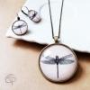 Bijoux originaux avec illustration de libellules sous verre
