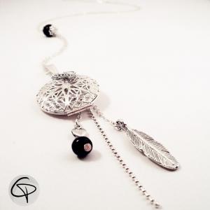 Pendentif porte-photo original finement dentelée avec une perle et une plume