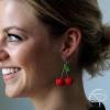 Boucles d'oreilles dorées avec de belles cerises
