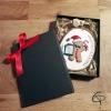 Bonhomme en pain d'épice sur rondin de bois personnalisable, décoration de sapin