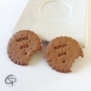 Biscuits confectionnés manuellement pour offrir aux assistantes de vie scolaire