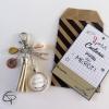 Bijou pour sac avec pompon beige coquillage et breloque compas