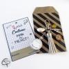 Porte-clef de sac pompon en suédine à offrir en cadeau à l'institutrice