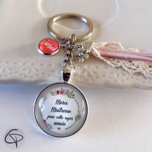 Porte-clé personnalisable fleuri pour offrir aux maîtresses d'école