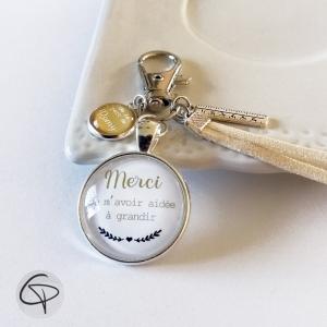 Porte-clef avec médaillon personnalisé du prénom de l'élève