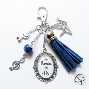 Porte-clé de sac pompon suédine bleu turquoise personnalisé marraine