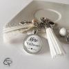 Porte-clef de sac pompon blanc dentelle crème et breloque coeur pour mamans
