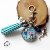 Porte-clé avec mousqueton argenté et illustration dans un pendentif en verre