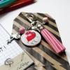 Porte-clé breloque flamant rose dessin d'élève dans un médaillon
