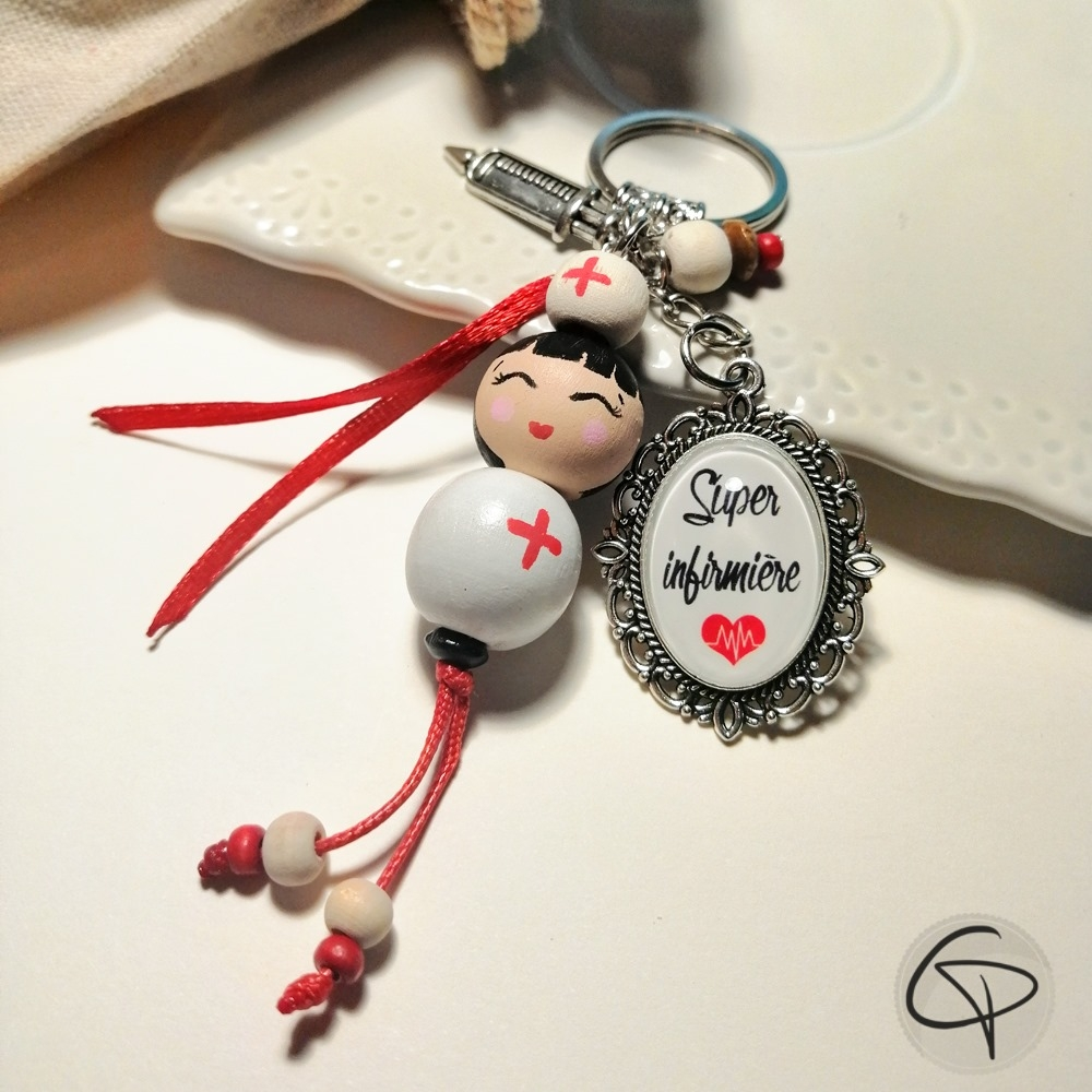 Bijoux avec poupées en bois peintes à la main par notre artiste
