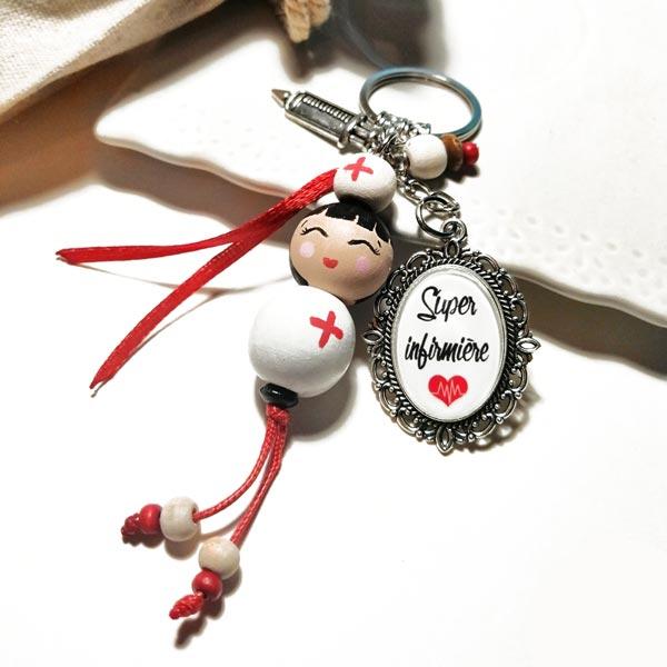 Porte-clés originaux avec poupées en bois personnalisées faites main