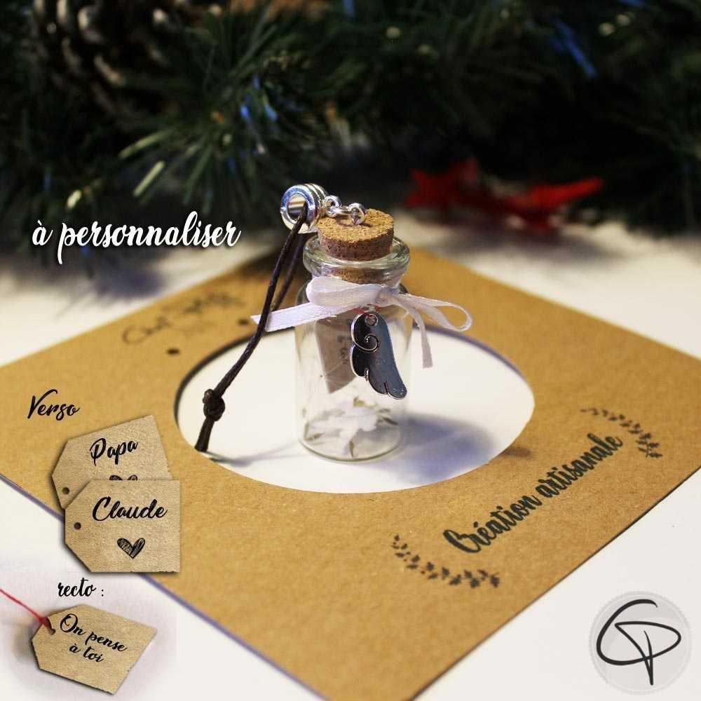 déco de Noël avec une fiole en verre contenant le souvenir d'une personne chère à notre coeur