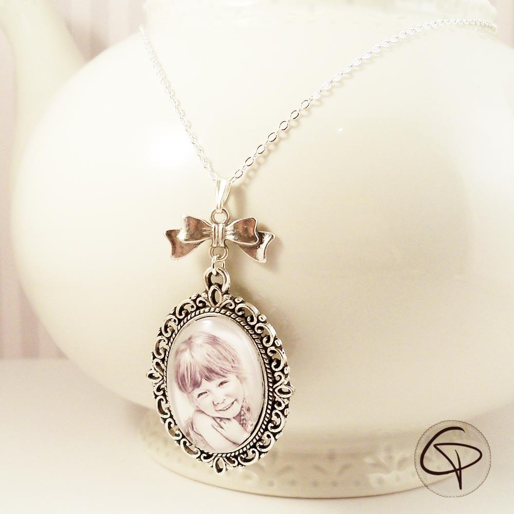 Bijoux originaux avec portraits dessinés à la main par notre créatrice