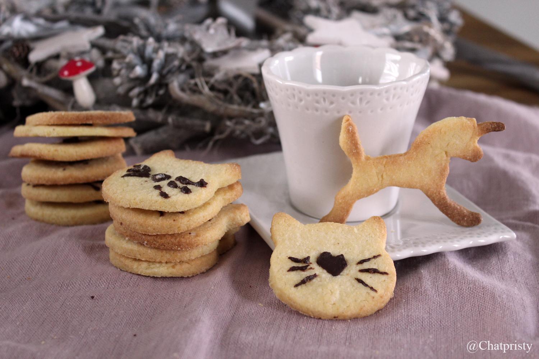 Belle présentation de biscuits de Noël Butter Bredele en forme de chat